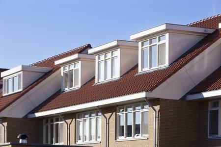 Een dakkapel op dak laten plaatsen