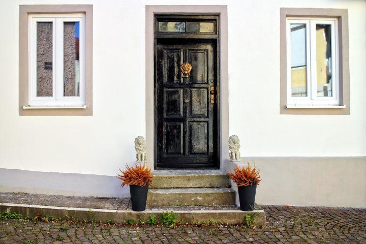 Kunststof voordeuren laten plaatsen