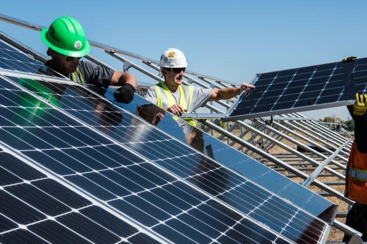 Geld lenen voor zonnepanelen – alles wat je altijd al wilde weten